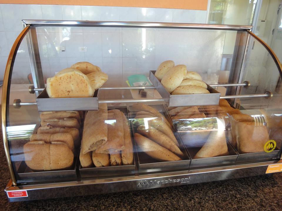 Salgados integrais e pão de queijo feitos na hora